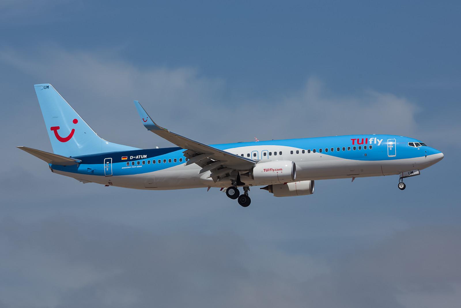 Brandneu in der Flotte ist diese Boeing 737-8K5 D-ATUM, die als derzeit einzige deutsche Maschine die neuen Farben trägt.