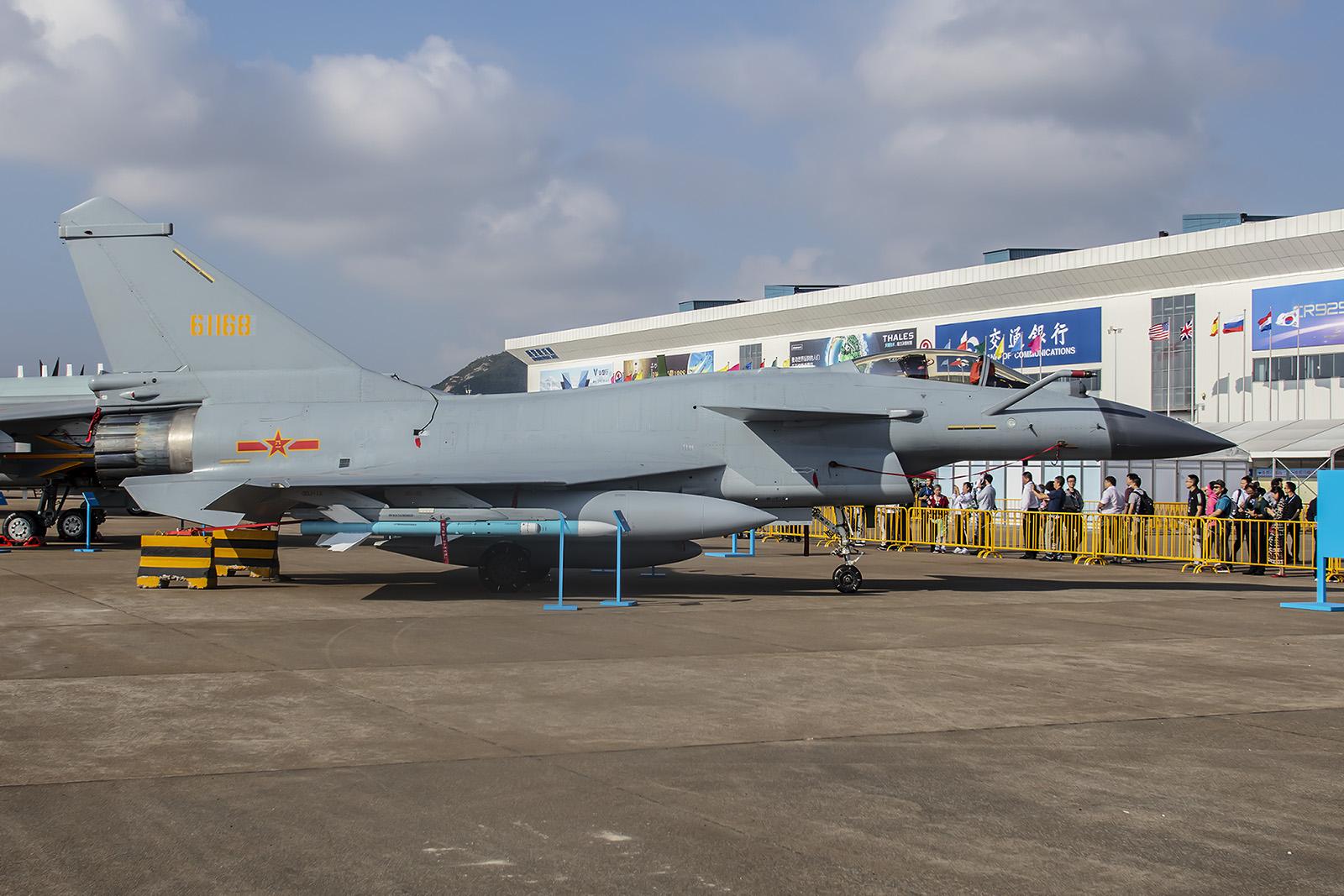 Mit geschätzten über 400 Exemplaren ist der Chengdu J-10 derzeit das Rückgrat der Jägerflotte in der PLAAF.