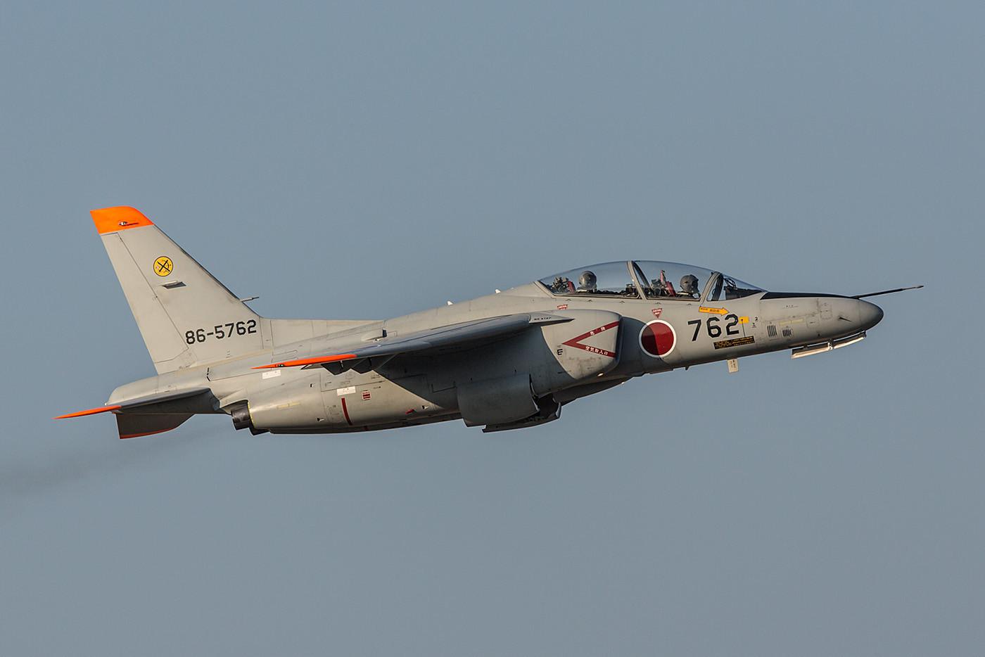 Mit dieser T-4 kam der Teamchef des F-2-Solodisplays von der 6 Hikotai aus Tsuiki.