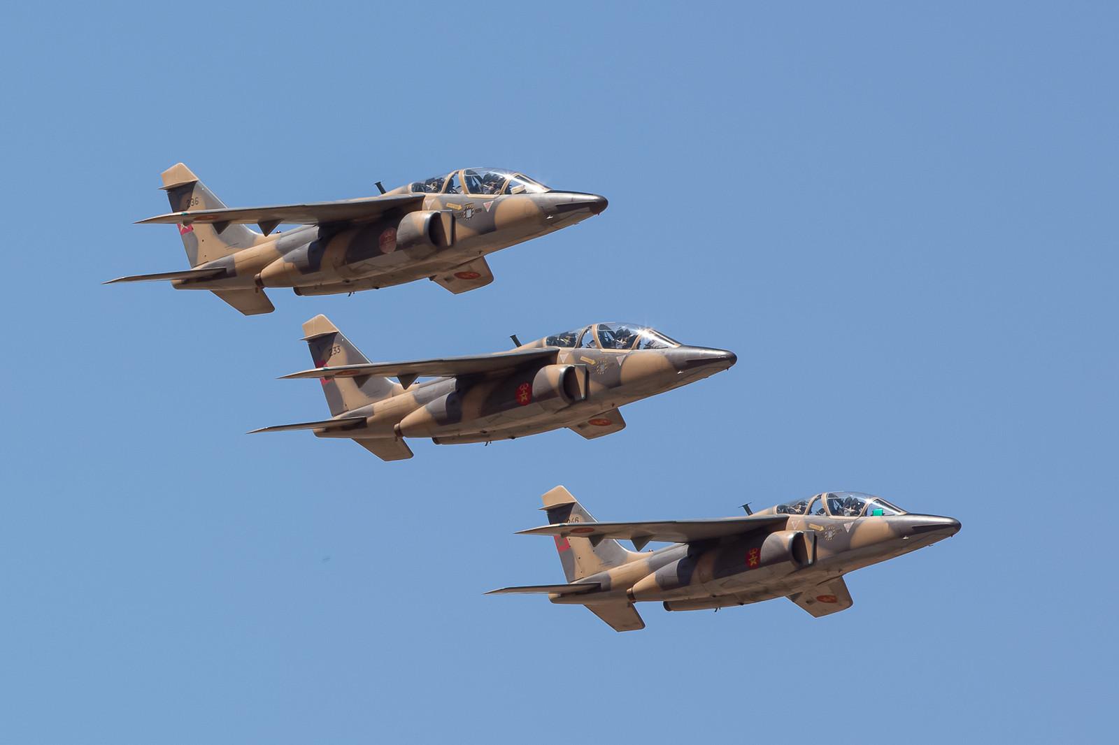 Gefolgt von fünf Alphajets des Centre d´ Instruction de Pilotes Combat in Meknes.