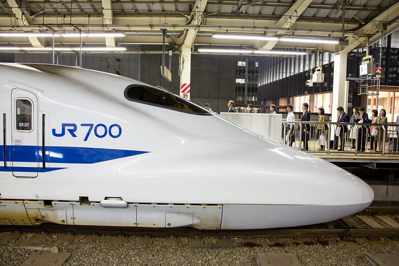 Seitenprofil eines Zuges der Baureihe 700.