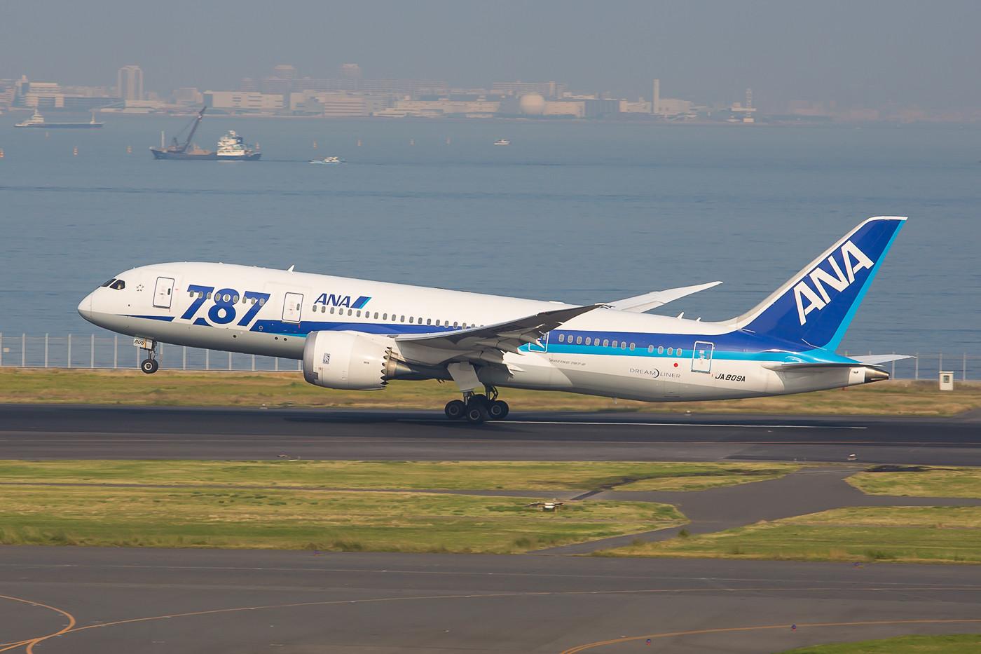 Die JA809A der ANA in Haneda.