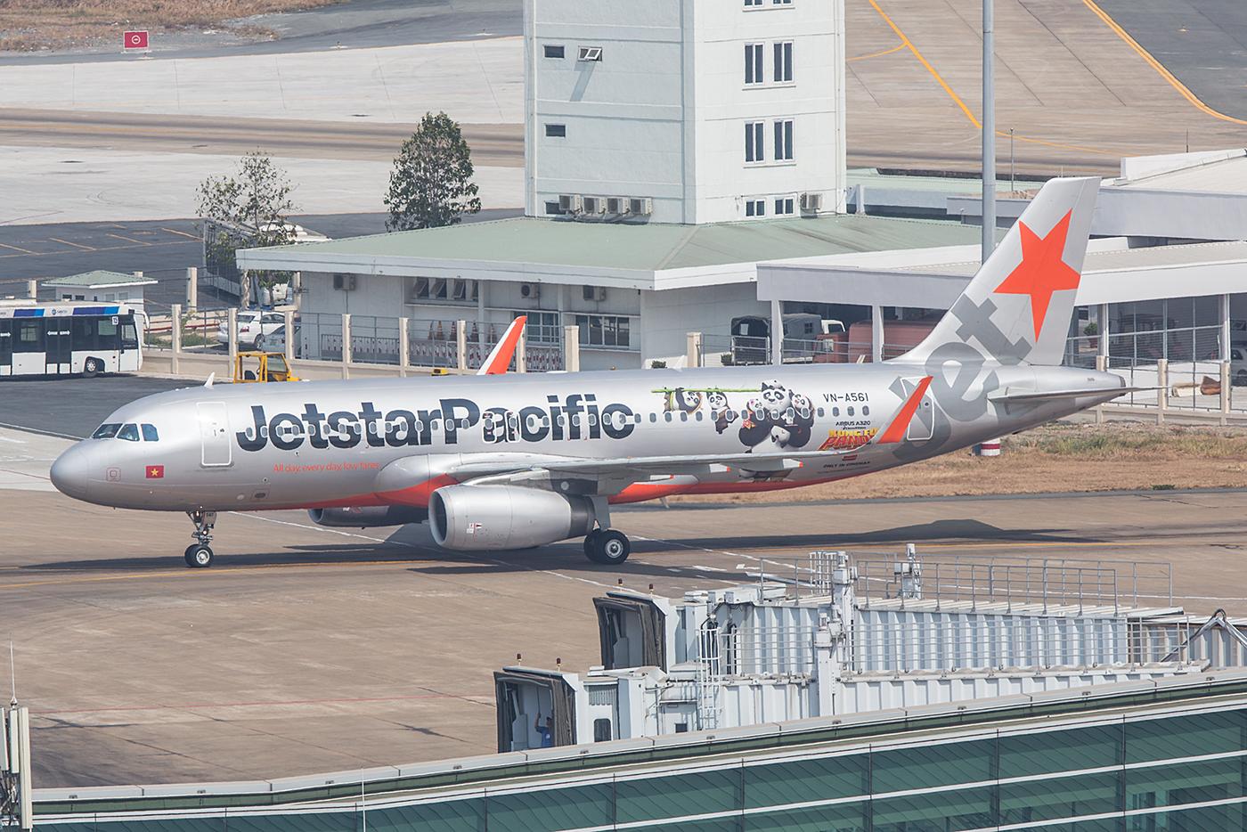 """Diese A320 der Jetstar Pacific bewirbt den Film """"Kung Fu Panda III""""."""