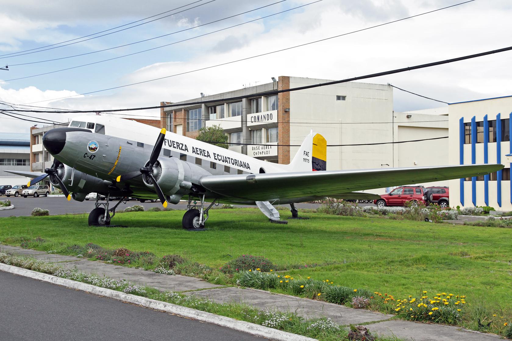 Fuerza Aérea Ecuatoriana Douglas C-53D Skytrooper FAE-11747 - Die auf der Maschine befindliche Registrierung ist nicht ganz richtig...