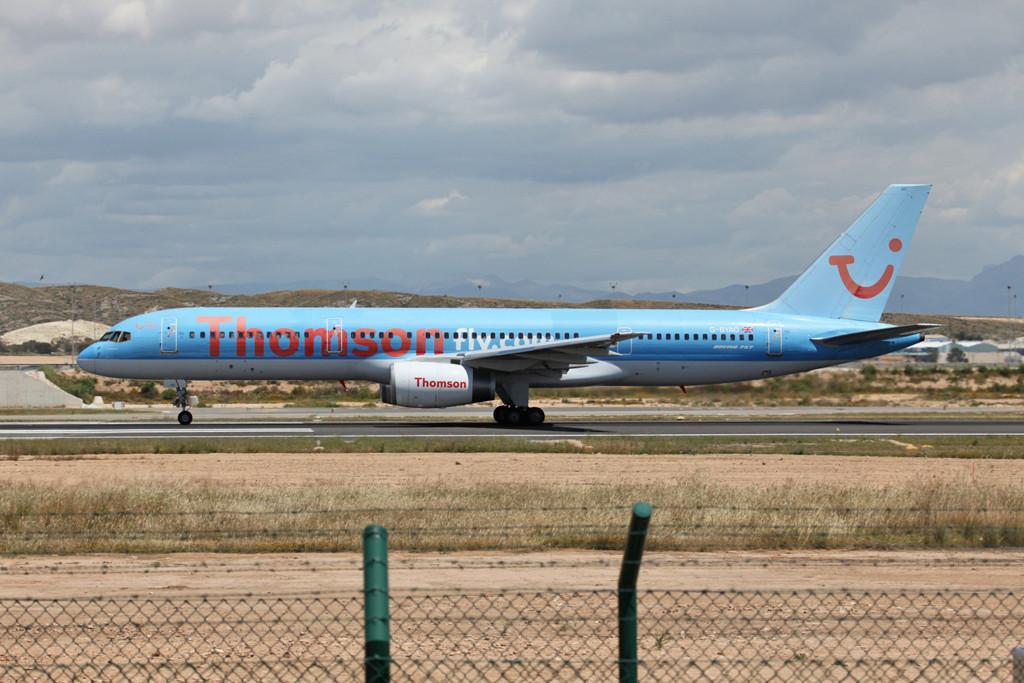 Thomson, die britische TUI-Airline trifft man an der Küste ebenfalls häufig.