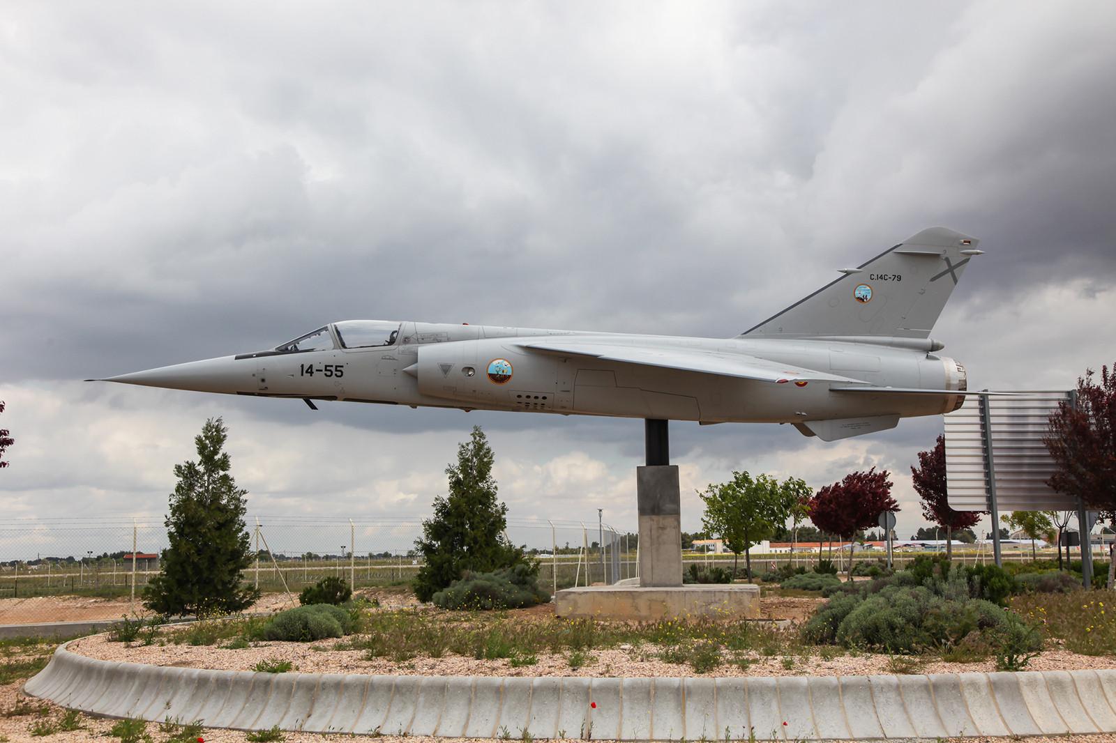 """Am Zivilteil des Flughafens von Albacete findet man die """"C.14-79"""". Sie ist eine der zehn F-1EDA, die aus Qatar übernommen wurden."""