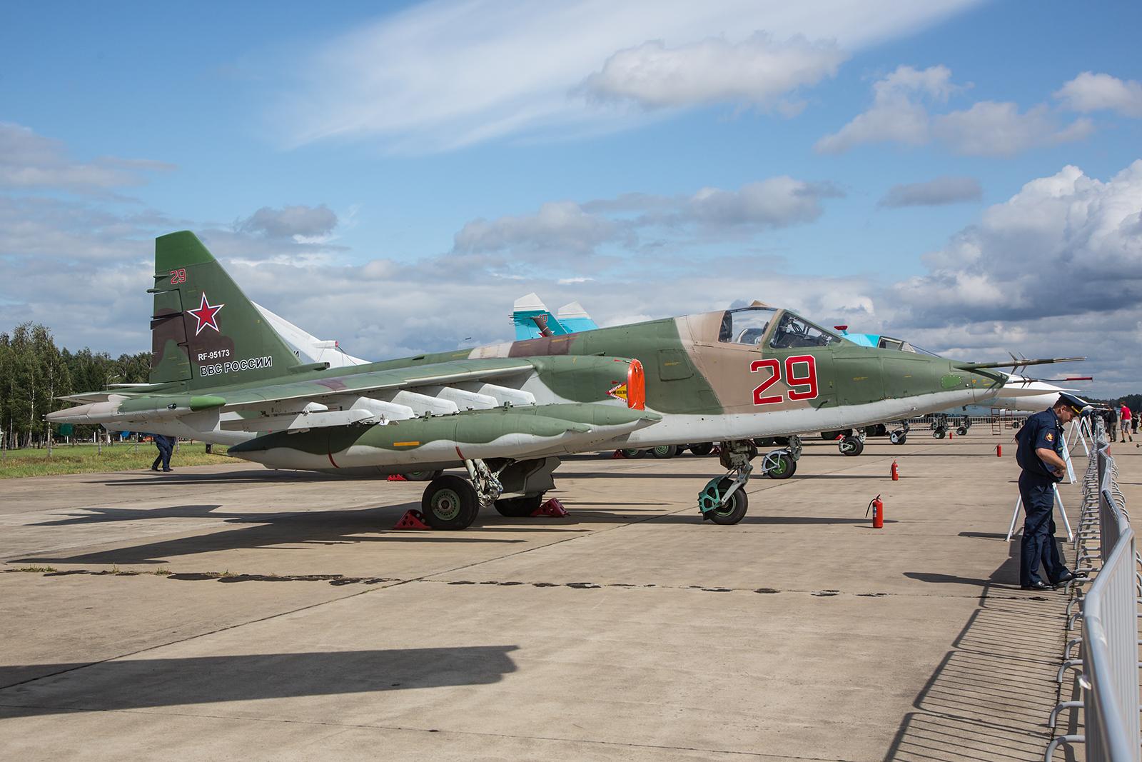 Das Erdkampfflugzueg Sukhoi Su-25 wird in der russischen Luftwaffe noch immer in großer Stückzahl eingesetzt.