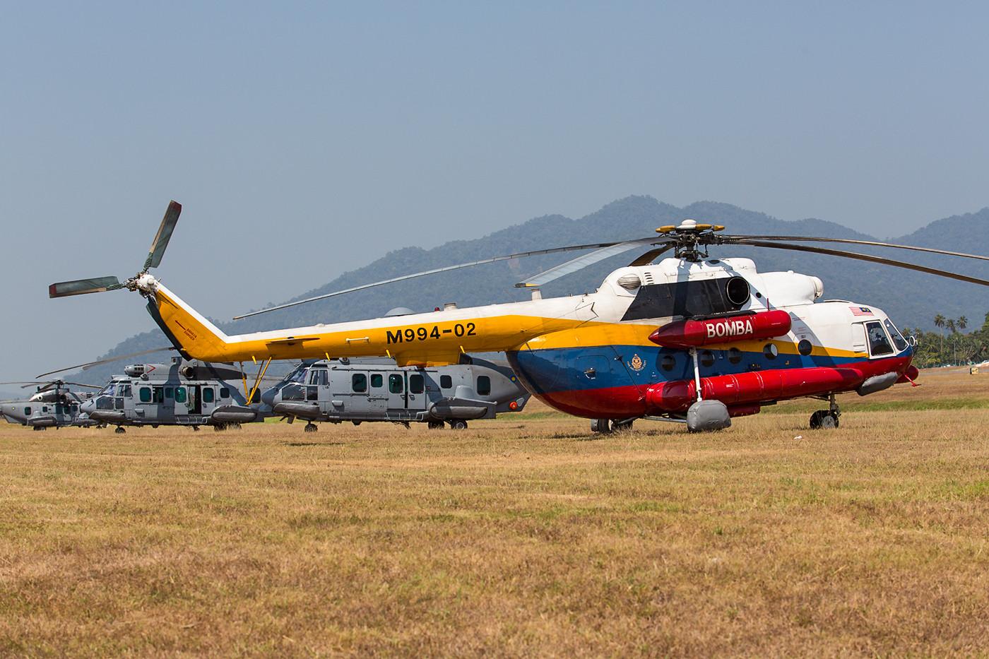 Hubschrauber der Feuerlöscheinheit aus Subang. Hier die M998-02, eine Mil Mi-8MTV-1.