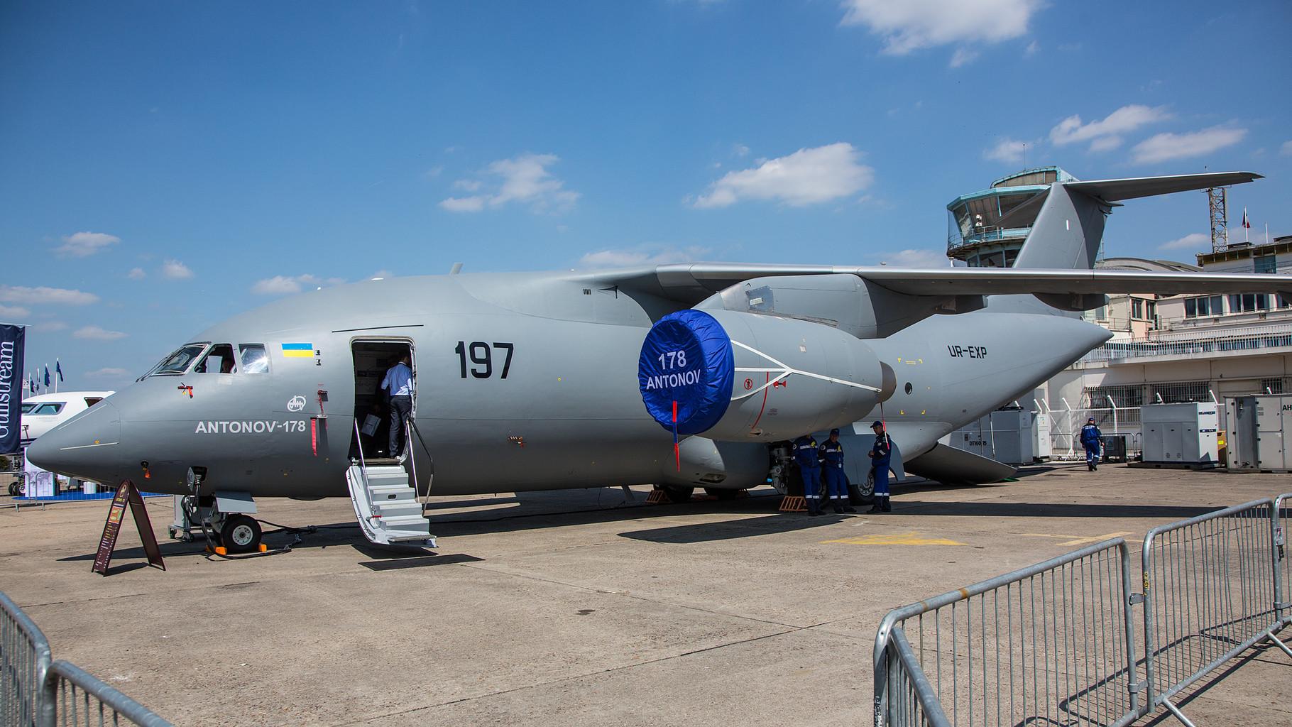 Antonov auf der Suche nach Kundschaft, hier der mittlere Transporter AN-148.