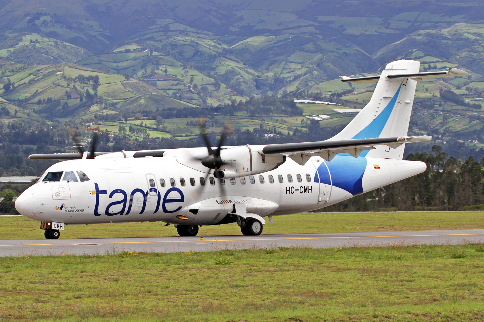 """TAME ATR 42-500 HC-CMH - TAME steht für """"Transportes Aéreos Militares Ecuatorianos"""" und wurde 1970 gegründet. Inzwischen ist die TAME zwar eine Aktiengesellschaft, der Staat hat jedoch immer noch die Kontrolle über die Gesellschaft. Auch die Führungsposit"""
