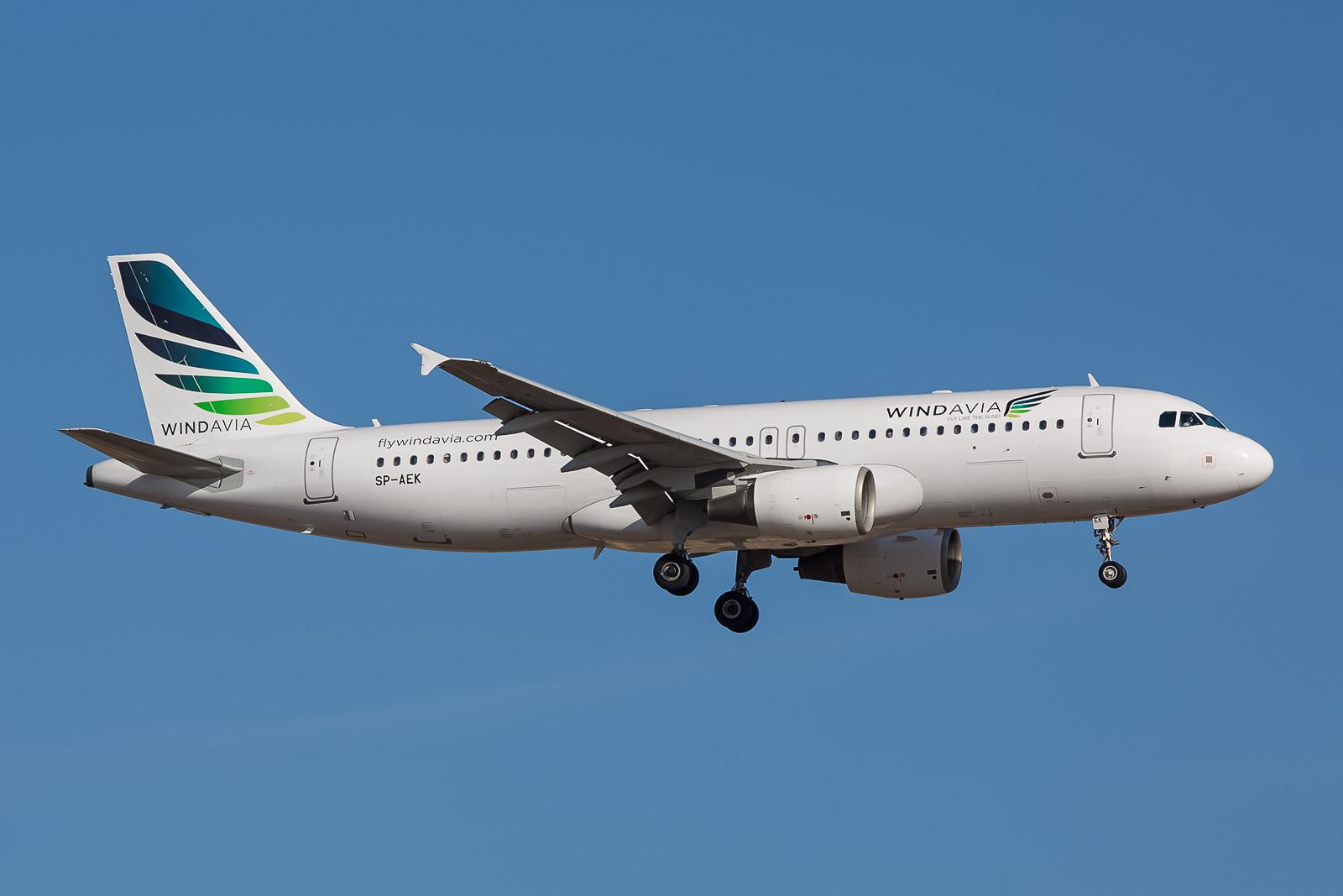 Chartergesellschaften haben in Polen derzeit Konjunktur, dieser Airbus A320 wird eigentlich von Bingo Air betrieben. Sein sehr bewegtes Vorleben began 2001 bei Sabena in Belgien.