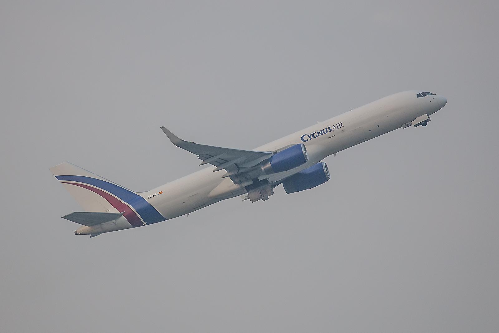 Eine weitere Boeing 757 der Cygnus Air. Früher flog sie al N659AA für American Airlines.