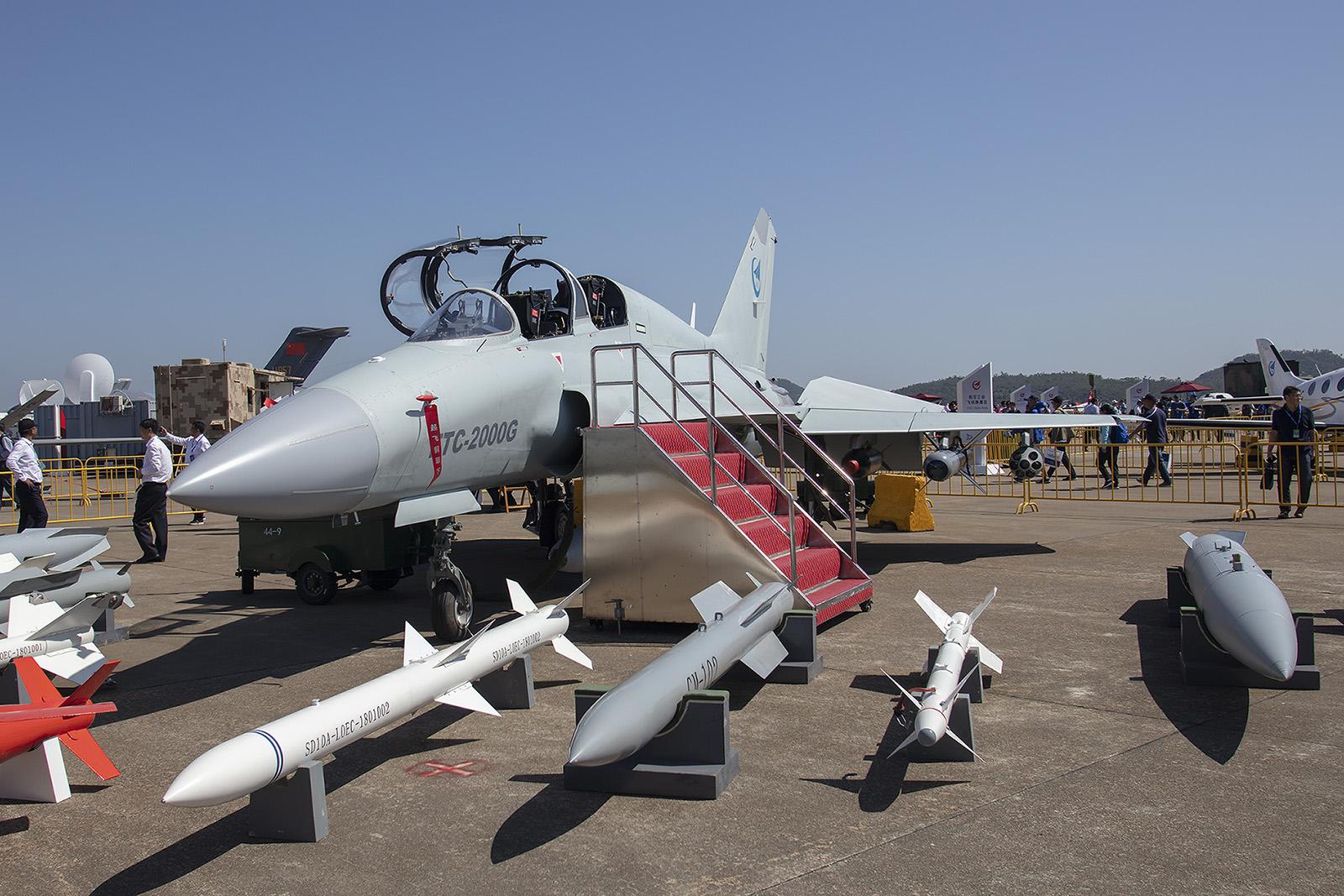 Der FTC-2000G ist die Exportvariante der JL-9. Das doppelsitzige Trainingsflugzeug basiert in weiten Teilen auf der MiG-21.