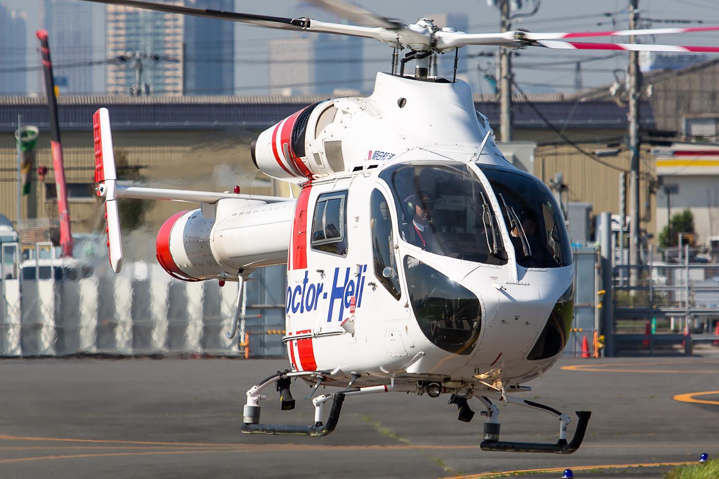 MD-902 der Aero Asahi im Einsatz für den Doctoc Heli Service.