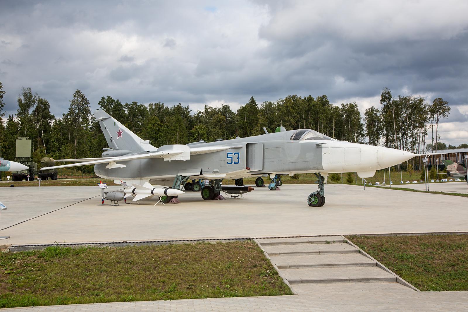 Die Sukhoi Su-24 ist eine mittlerer Bomber aus den 1960´er Jahren, welcher noch heute bei der BBC eingesetzt wird.