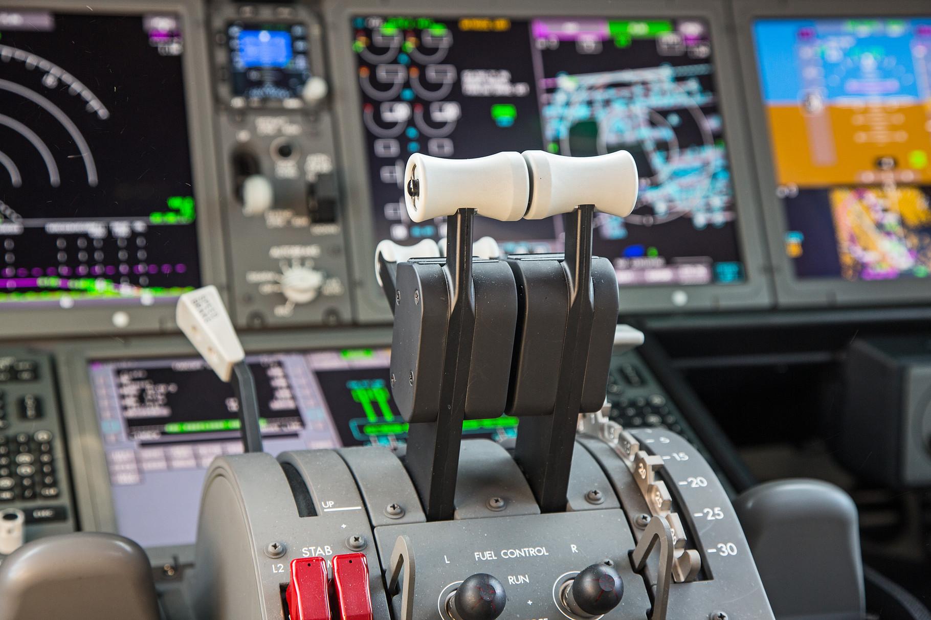 Die Schubhebel der Boeing 787.