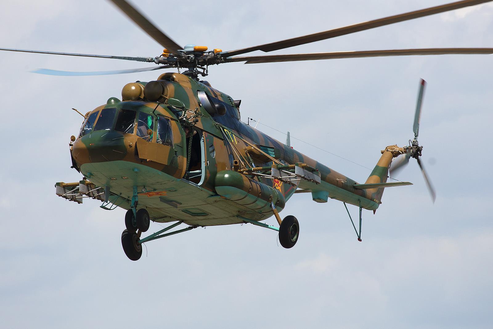 Die Mi-171 nähern sich, an der Seite sieht man die Panzerung für das Cockpit.