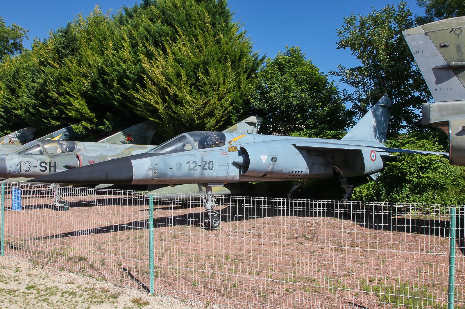 """Mirage F-1C """"9"""" im Schlosspark von Savigny les Beaune"""