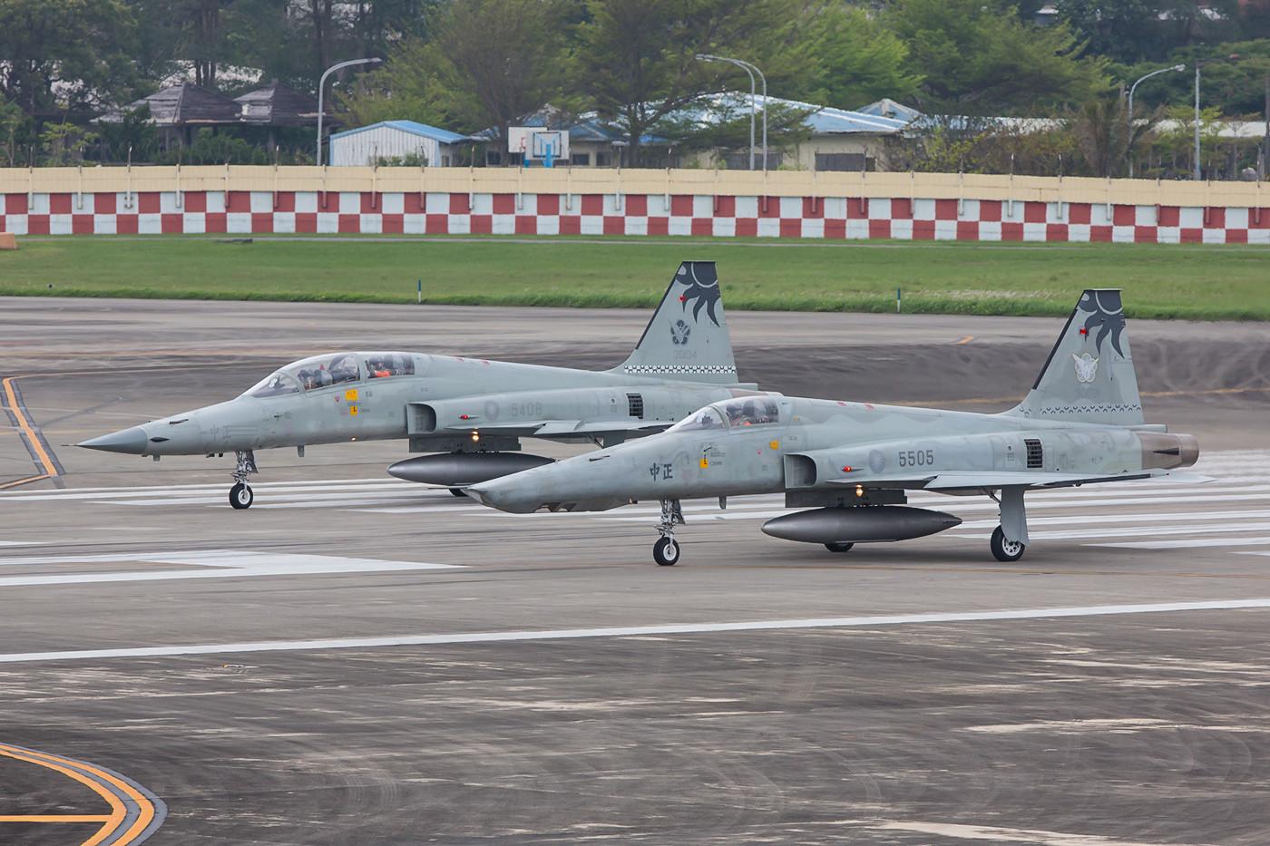 RF-5E und F5F Tiger II, auf der Runway. Leider flogen bei unserem Besuch nur diese zwei Maschinen.
