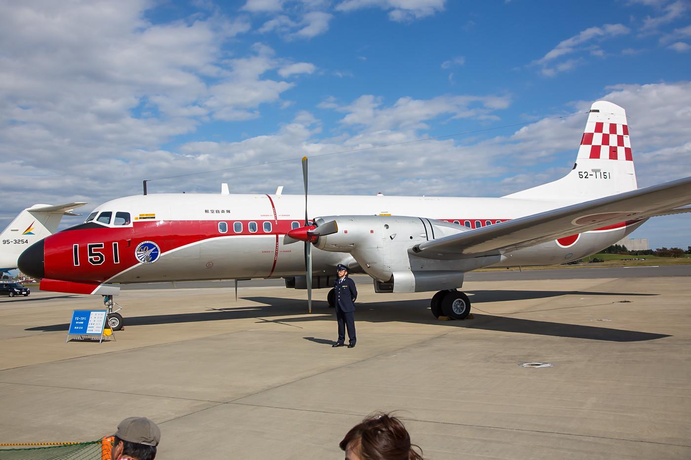 Die 52-1151, eine der letzten fliegenden NAMC YS-11FC