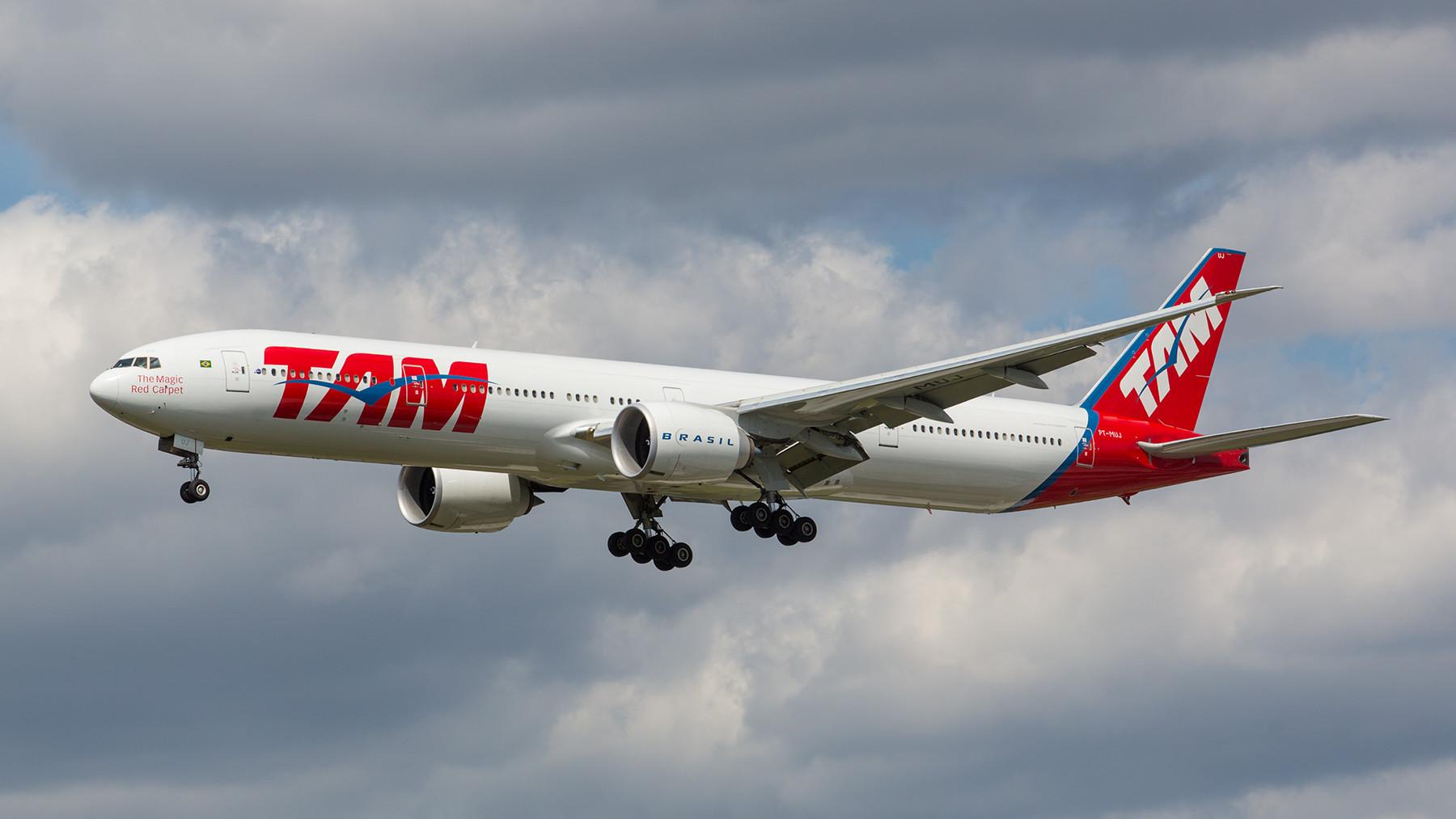 Boeing 777-300ER der TAM. Die LAN-Tochter verbindet LHR mit Sao Paulo.