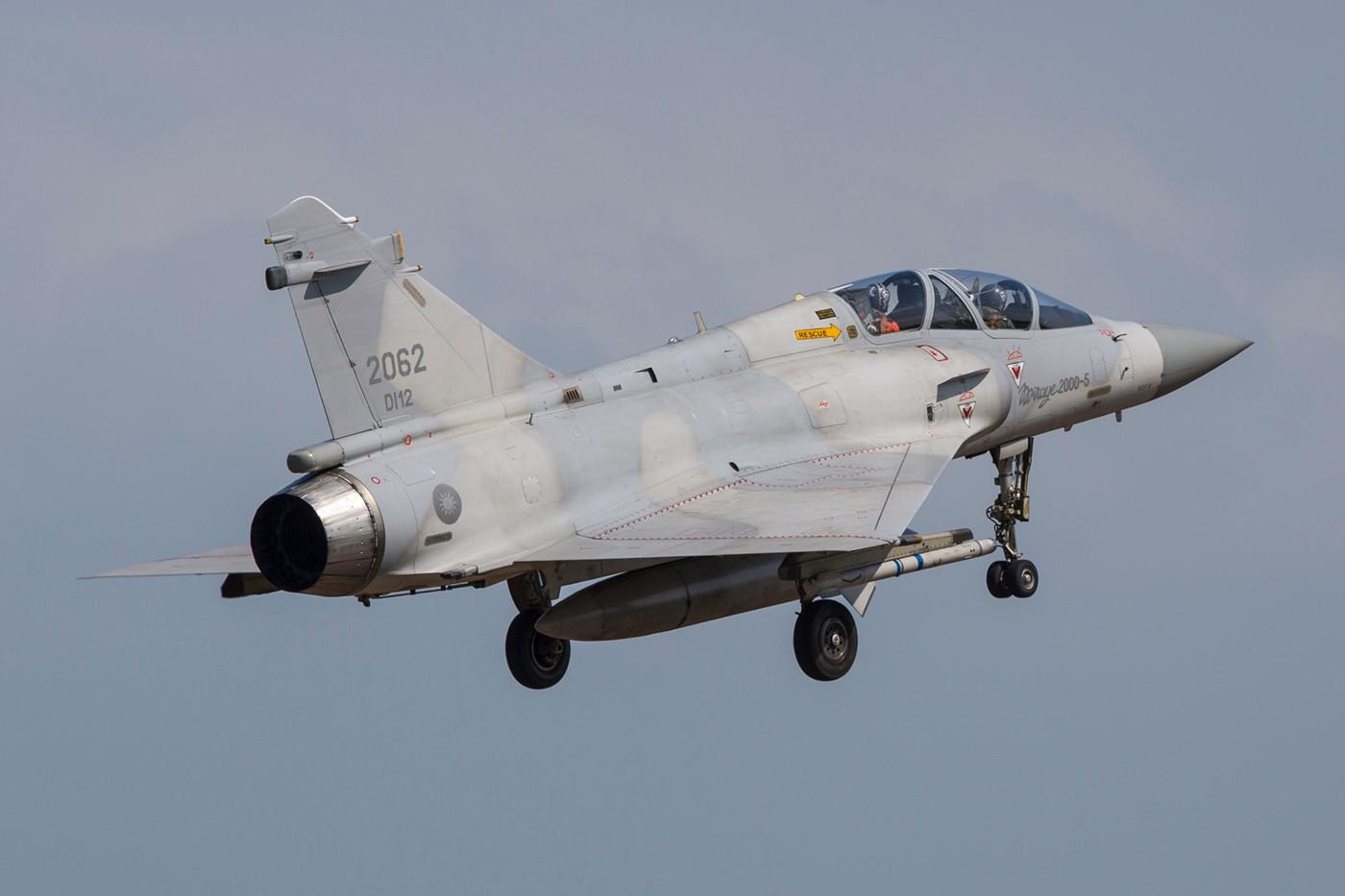 Die Trainer Mirage 2000-5Di, haben ebenso wie die Einsitzer nicht mehr viel gemein mit den C/D´s der Armée de l´air.