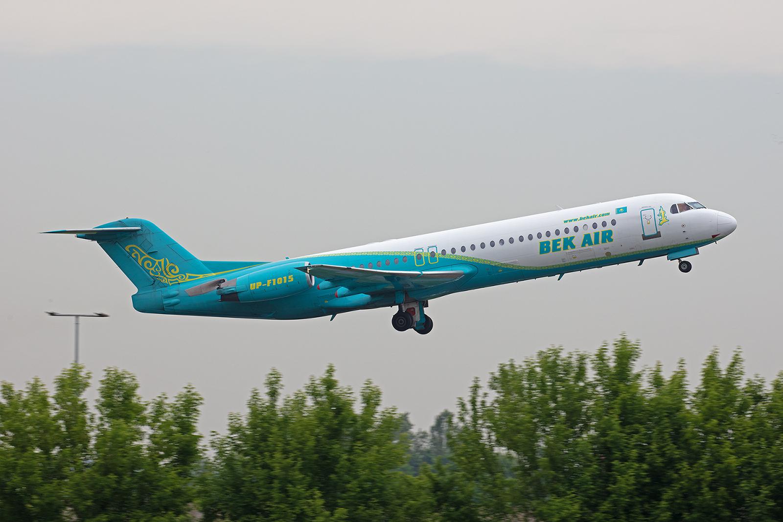 Eine von sieben aktiven Fokker 100 der Bek Air. Diese hier flog auch einige Jahre für Contactair und OLT in Deutschland.