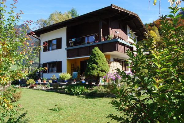 Ansicht Haus mit Terrasse