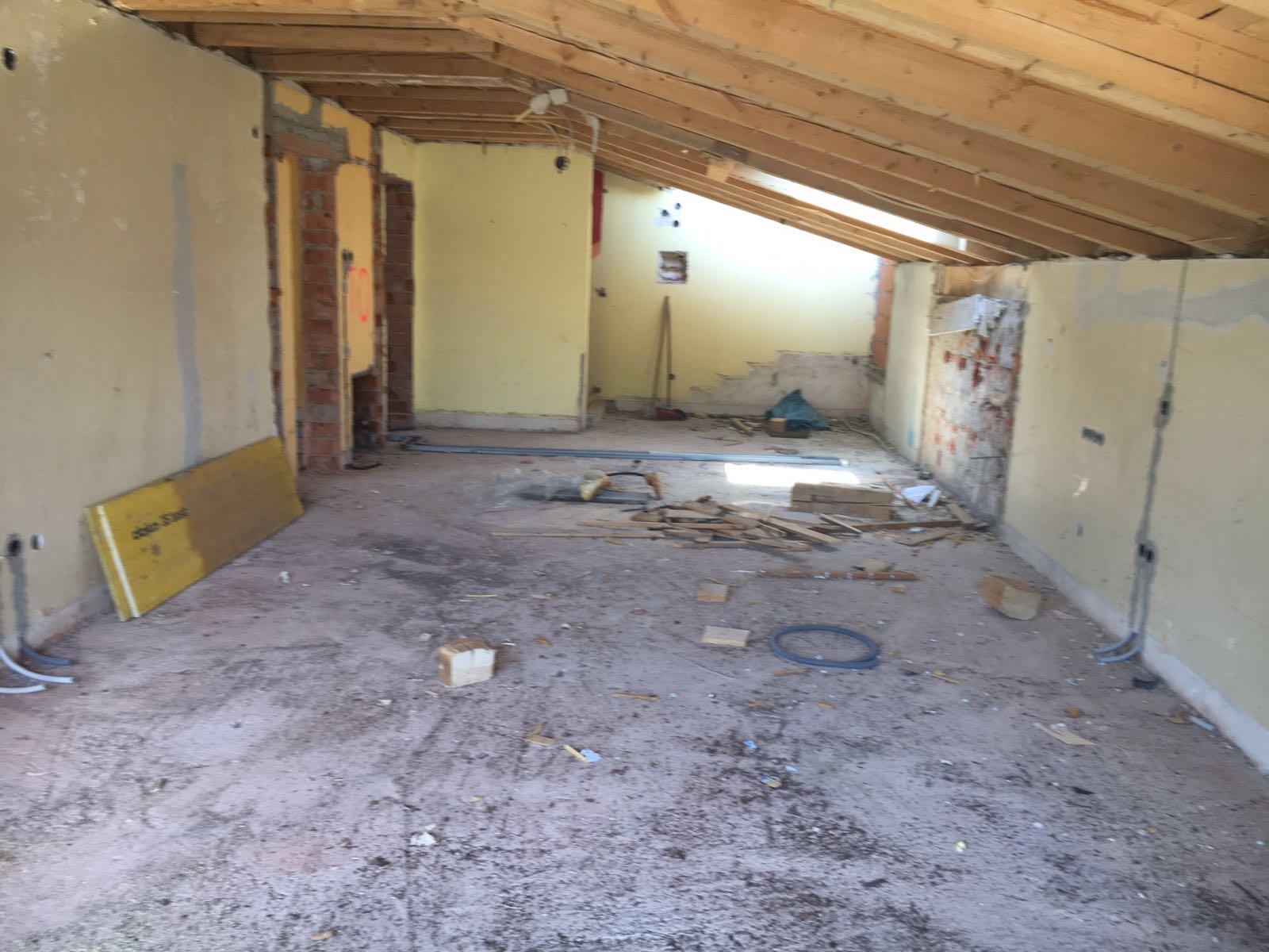 gegenüber die beiden Schlafzimmer,  dahinter der Eingangsbereich