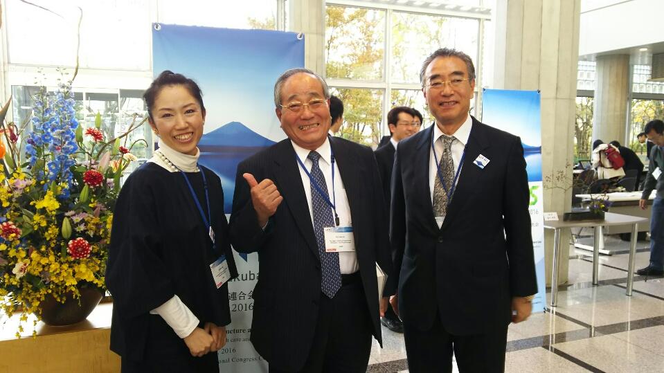 治療システム開発された木戸先生(右)と母校の理事長(中央)と記念撮影(^^♪