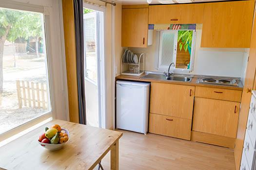 vistas a la cocina y equipamiento