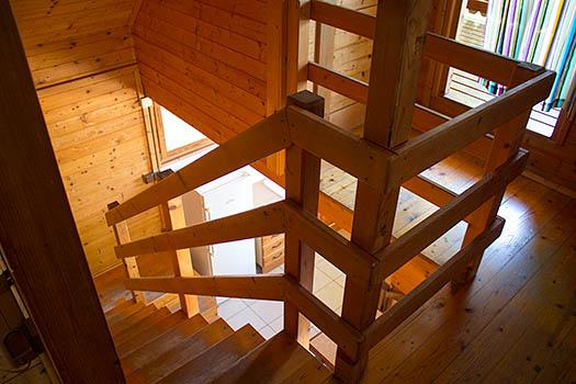 Vista de la escalera desde la parte alta del bungalow