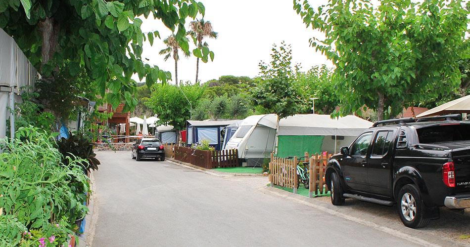 vistas a las caravanas del camping