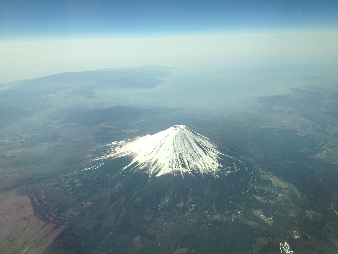 東京から福岡に向かう空からの裏富士