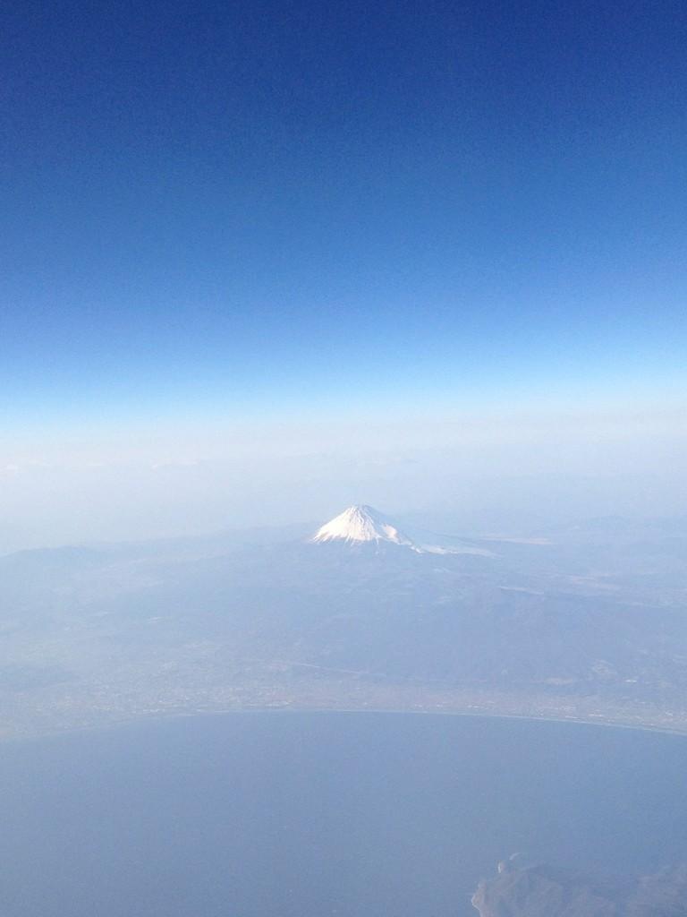 広島から東京へ向かう空からの表富士