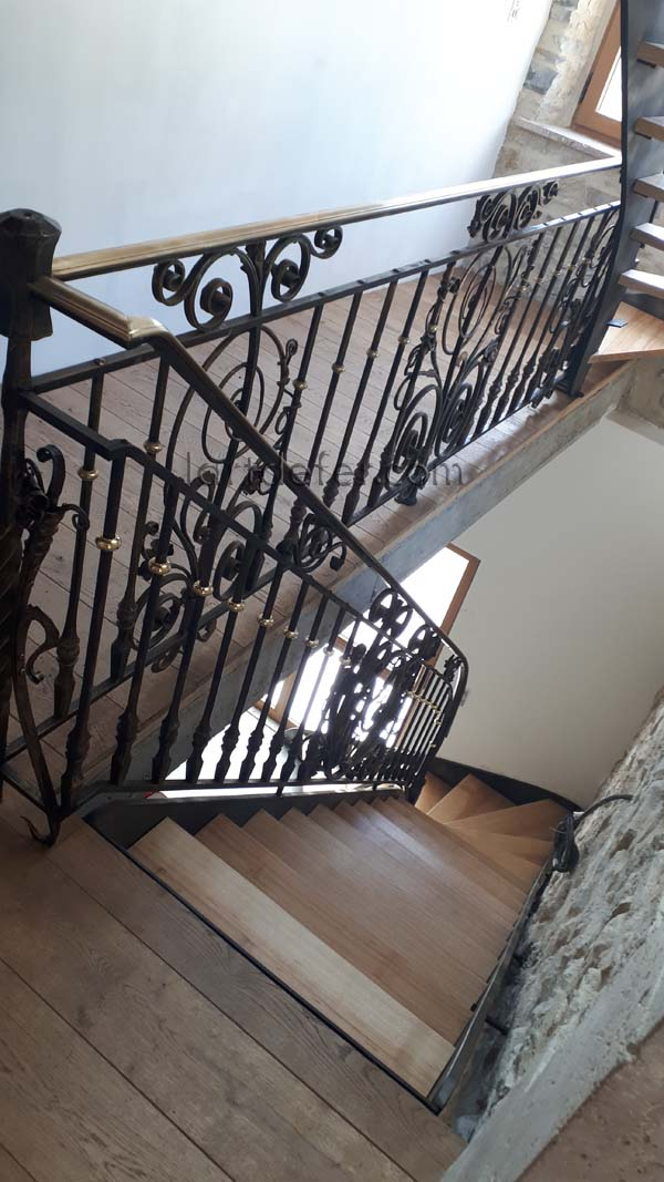 Escalier à marches balancées et rampe de style Baroque