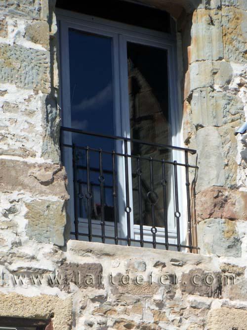 Garde-corps de fenêtre motifs de cercles