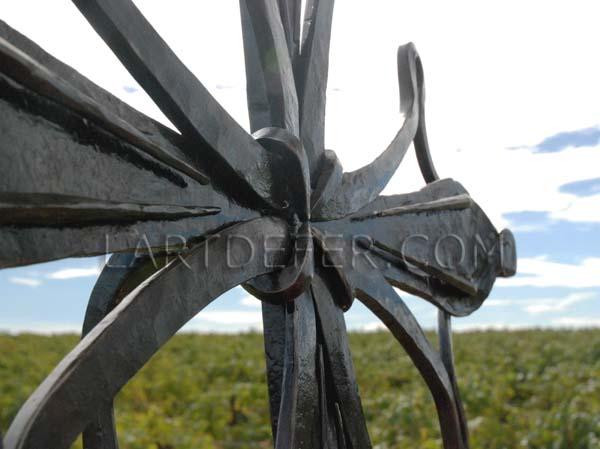 Croix occitane par Boris Klein, l'art de fer Lézignan Corbières