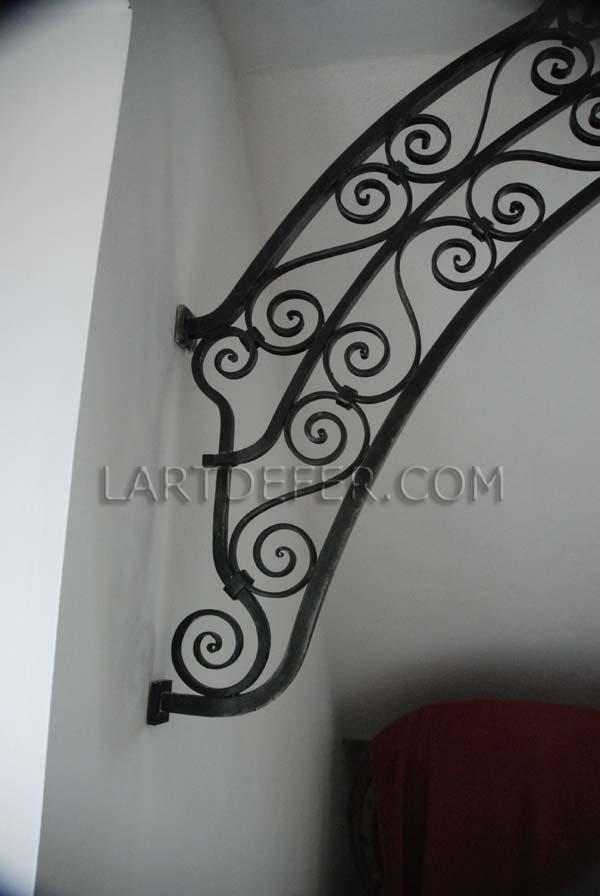 Equerre style oriental sous mezzanine