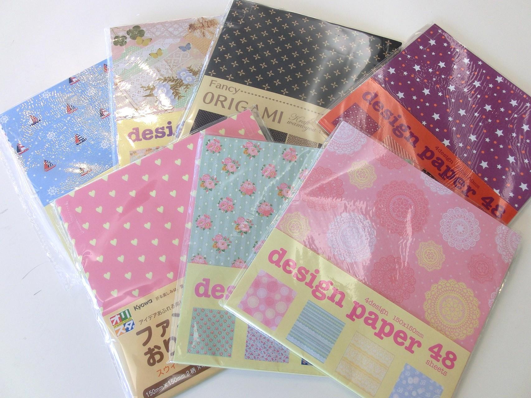 たくさんの折り紙♪ アルバムカフェには100種類以上の柄が揃っています
