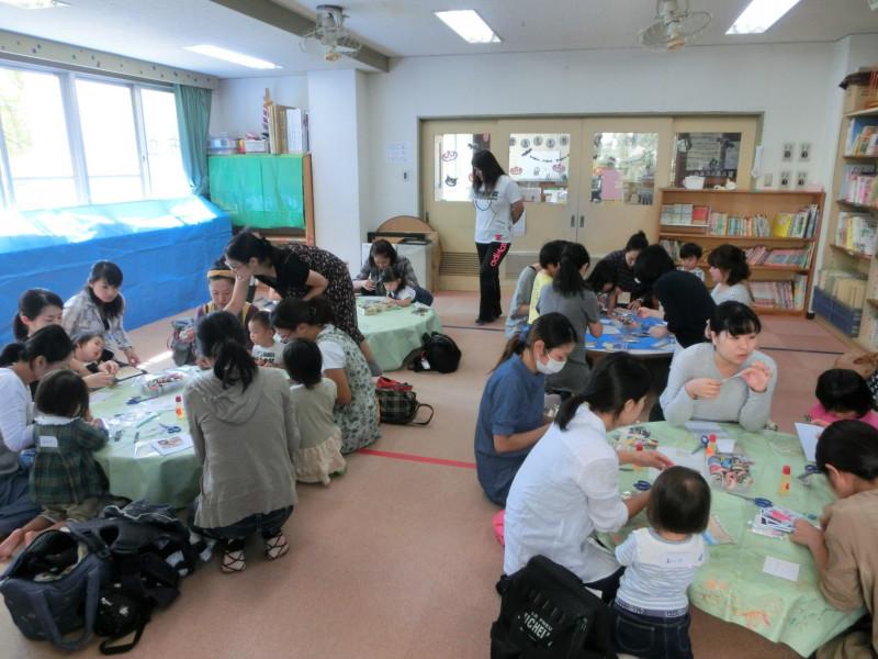 児童館で20名さま・マスキングテープのフォトフレーム作り