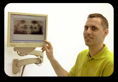 Zahnarzt Loebel Implantologe Beratung Freundlich