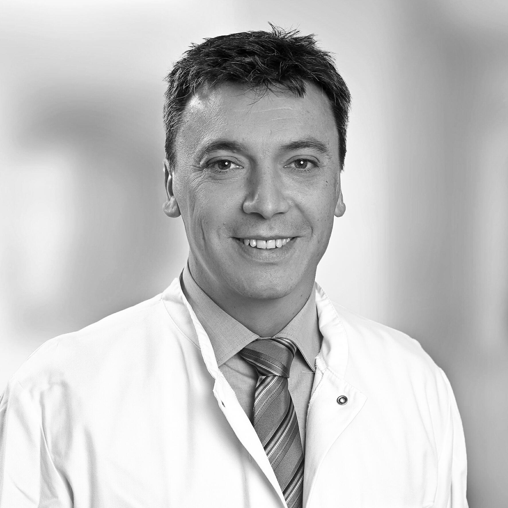 Dr. med. Mauricio Esteban