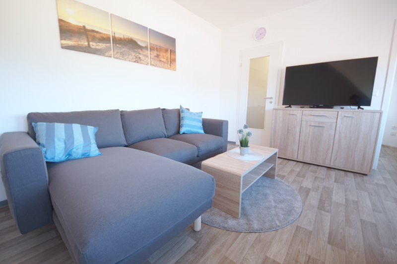 Wohnzimmer mit TV und BluRay Player