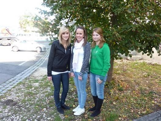 Das ist unser Team 2009/2010:                                                                Verena Rappl, Carina Schmoll und Franziska Ruhland