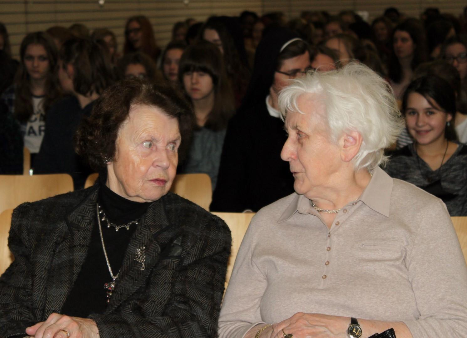 Frau Schlechta und Frau Eisenhut