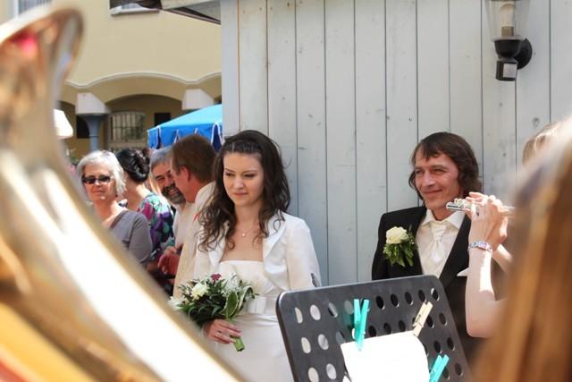 """Ständchen für das Brautpaar (als Entschädigung für etwaige """"Störgeräusche"""" während der Hochzeit)."""