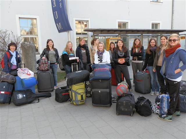 Die Mädchen der MRSN machen sich auf den Weg nach Taizé.