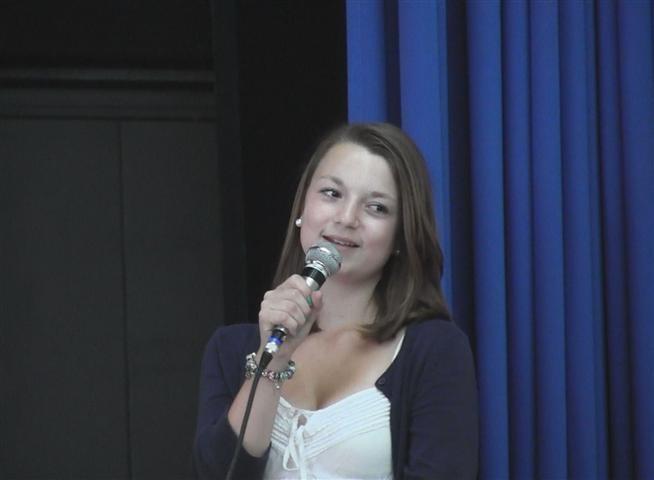 """""""Wir werden Sie sehr vermissen""""! Milena Kostic präsentiert ihre wunderbare Powerpoint-Präsentation!"""
