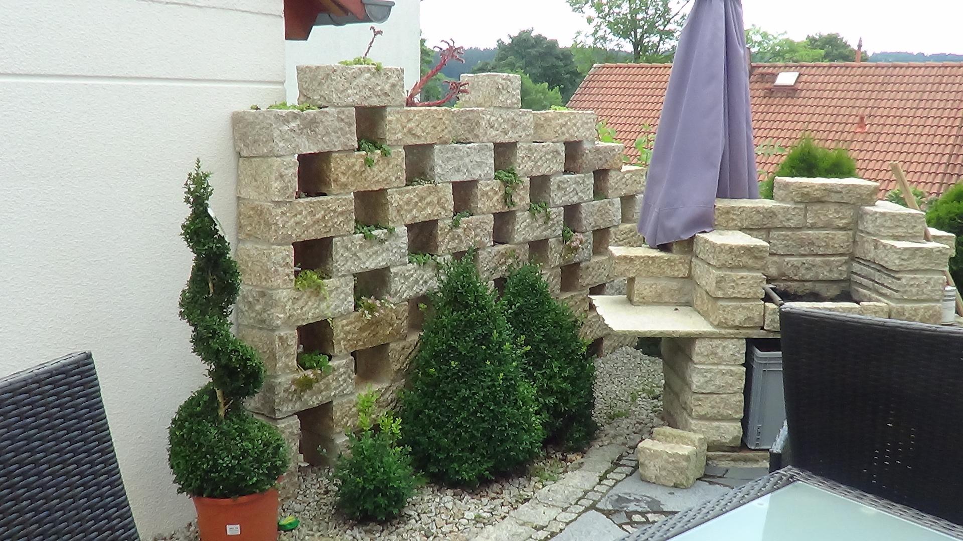 Natursteinschutzmauer - Natursteingrill
